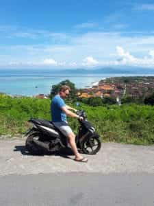 Met de scooter over Nusa Lembongan